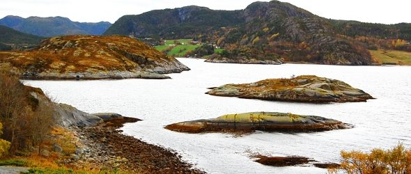 W trakcie lekcji piątej zapoznamy się z odmianą zaimka osobowego w języku norweskim, a więc chodzi o takie formy jak: ja – mnie, wy – was, itp. Następnie przejdziemy do […]